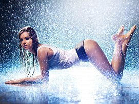 Hot and wet freefoto